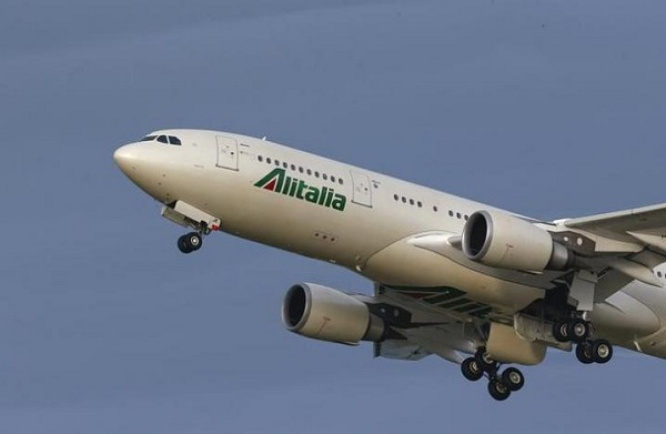 Alitalia Airplane in Air | Teplis Travel