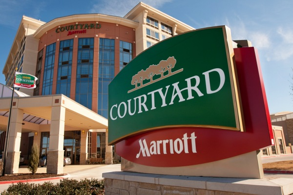 Courtyard by Marriott Sign | Teplis Travel