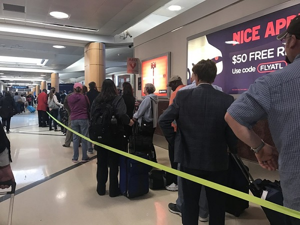 Busy Line at Airport | Teplis Travel