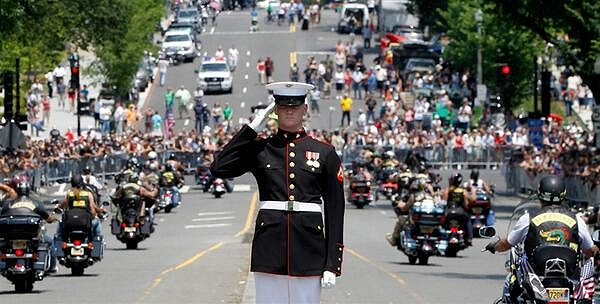 US Army General in Memorial Day Parade | Teplis Travel